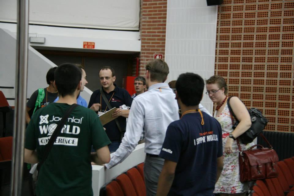 Concentración de expertos: Radek Suskin, Ruth Cheesley y Brian Teeman (al fondo)